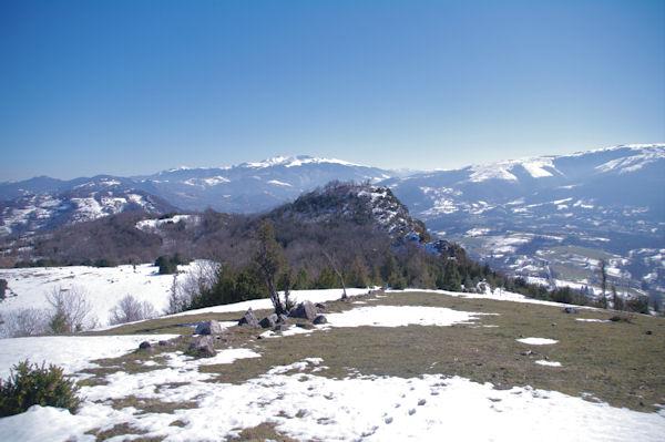 Droit devant, le Roc de Caralp, derrière, le Mont Fourcat et le Pic de St Barthelémy
