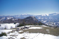 Droit devant, le Roc de Caralp, derriere, le Mont Fourcat et le Pic de St Barthelemy
