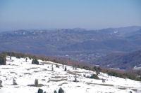 En bas, Vernajoul, derriere la Montagne du Plantaurel