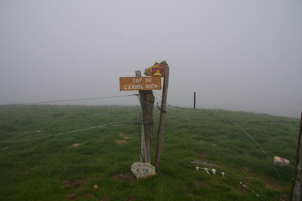 Le sommet du Cap du Carmil dans le brouillard