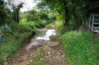 Traversée à gué du ruisseau de Pujouet