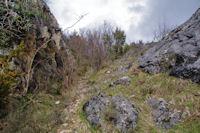 Petit col rocheux entre les Aiguilles de Charla et le Roc de Cos