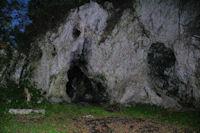 Une grotte sous les Rochers de la Pierre Trouee
