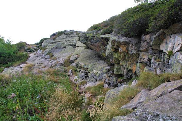 Petit passage rocheux avant d_arriver au sommet de la Dent d_Orlu