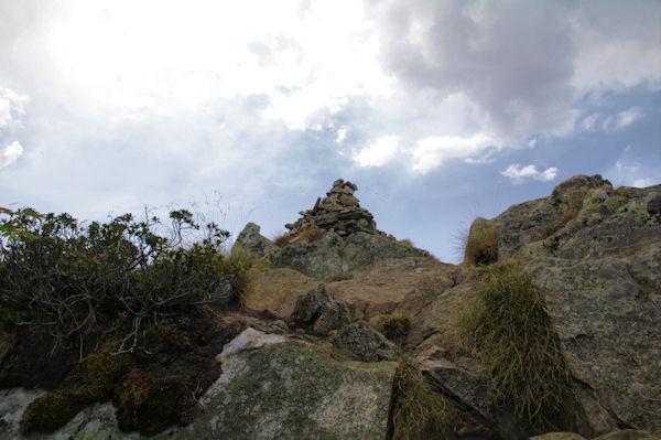 Le cairn sommital de la Dent d_Orlu