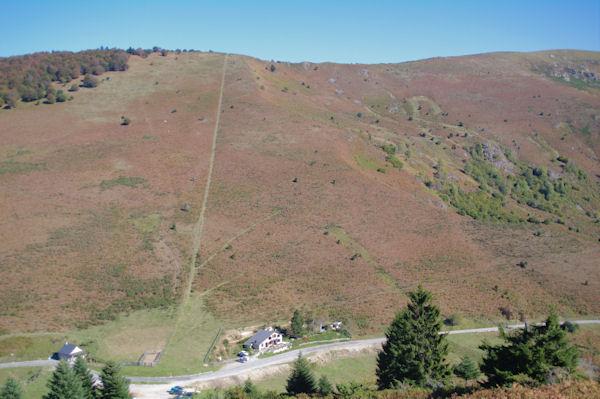 La raide montée au Roc Blanc depuis le Col de Port