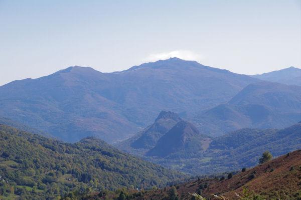 Au loin, Mont Fourcat et Pic de St Barthélemy