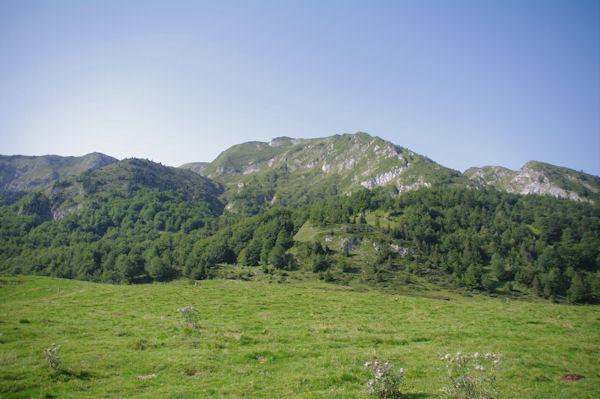 Le Pic de Girantes à peine visible entre le Sommet de Bataillet et le Pic de Taupe d_Ourse