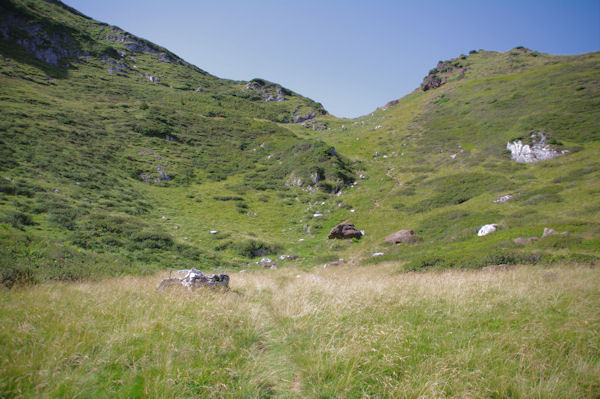 En montant vers le col d_accès au flanc Ouest du Pic de Girantes