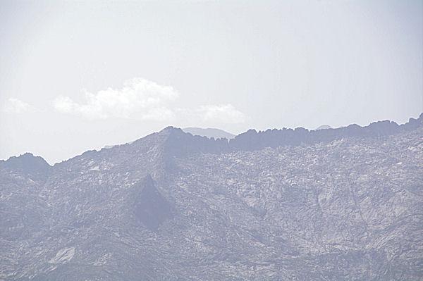 La crête du Pic Rouge de Belcaire, derrière, le Montcalm et le Pic d_Estat