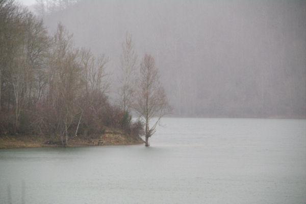 Pluie d_hiver sur le Lac de Mondely