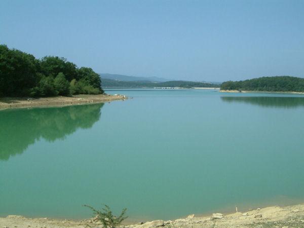 Le Lac Montbel entre la Palette et Taurine