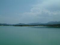 Le Lac Montbel depuis la digue de la foret de Leran