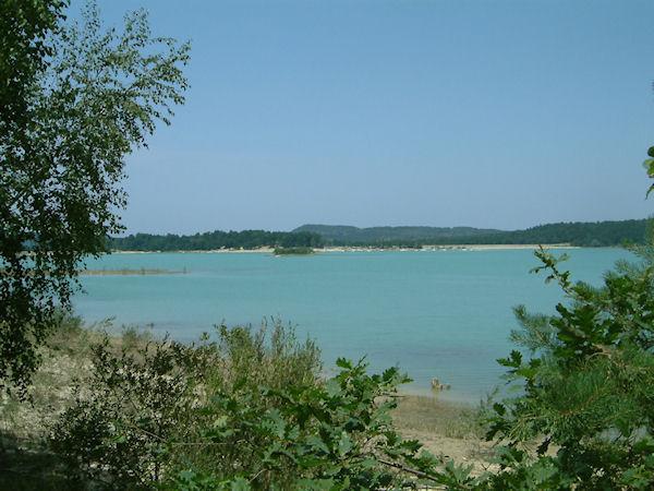 Le Lac Montbel depuis le bois du Ségala