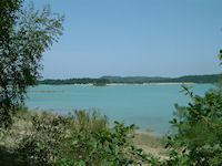 Le Lac Montbel depuis le bois du Segala
