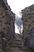 L'acces a la partie superieure du chateau de Roquefixade