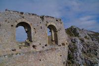 Le chateau de Roquefixade, en enfilade, le Roc de la Lauzade et le Roc Marot