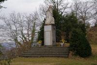 Une stele a la memoire de Resistants tues sous le Roc de Louis