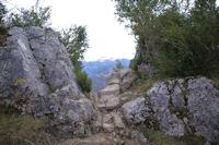 Petite breche permettant l'acces au chateau de Roquefixade