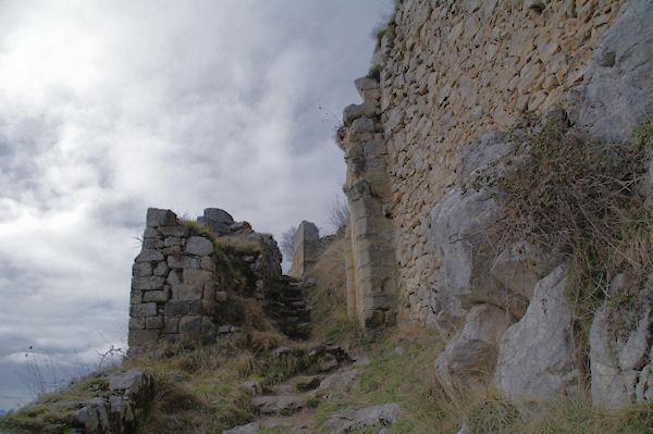 L_entrée du château de Roquefixade