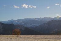 Les Pyrenees depuis l'etable au dessus de Croquie sur la route du Col de Traucadou