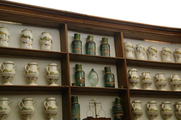 Dans l_ancienne pharmacie de St Lizier