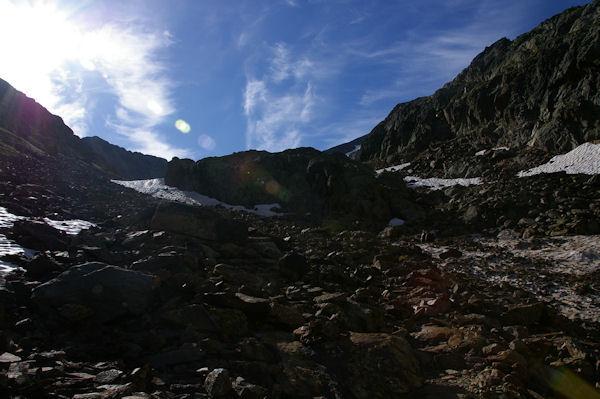 La montée vers l_Etang du Montcalm, à gauche, la Pointe du Montcalm
