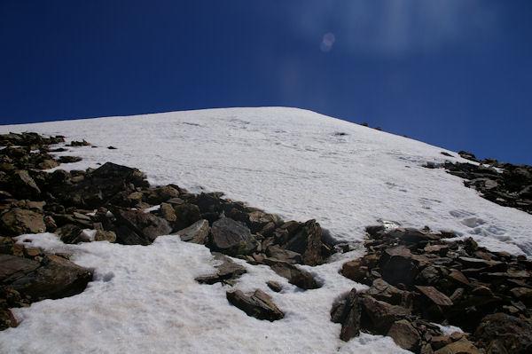 Un névé barrant l_accès au Pic du Montcalm
