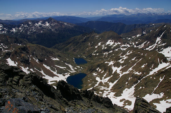 Les estanys d_Estats et de Sottlo depuis la Pique d_Estats.