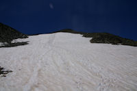 Le neve sous le Pic Verdaguer, bien utile pour la descente