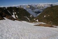 Au dessus de l'Etang du Montcalm, au fond, les cretes du Pic Rouge de Bassies