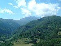 Au fond, le Pic de Saint Barthelemy depuis le chateau de Montsegur
