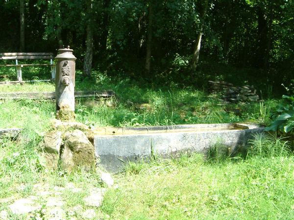 Une jolie fontaine à Peyrot