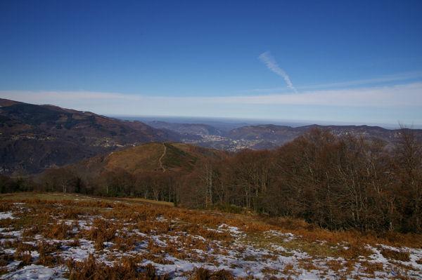 Au fond, Foix depuis la route forestière de Font Frède