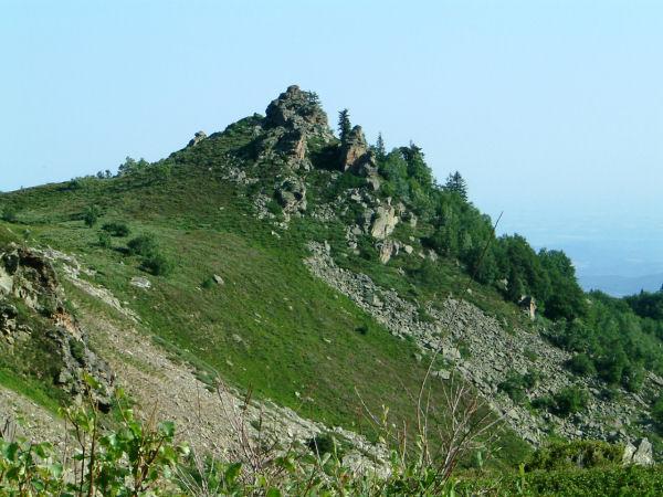 Relief escarpé de la bordure Ouest du ruisseau de la Pradeille