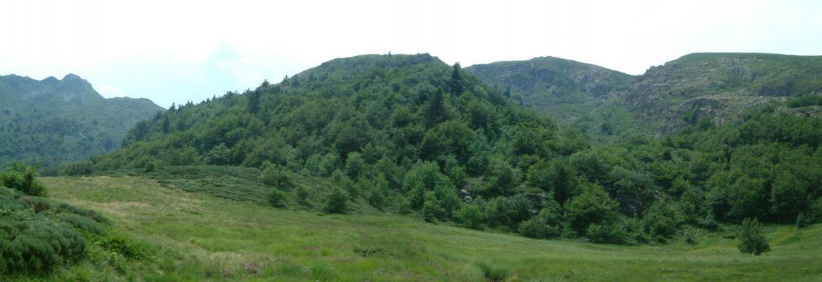 Panoramique avec à gauche le Pic du Han et à droite le Sommet de l'Estagnole