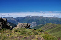 Au loin, le Pic des Trois Seigneurs, le Pic de Pïoulou et le Pic de Bassibié