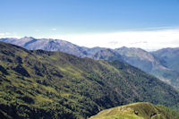 Au loin, du Pic de Girantès aux Pics Rouge de Bassiès et de Belcaire