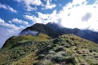 Le Pic de Sarrasi et la Pique d'Endron dans la brume