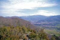 Foix depuis le Pech, au fond, le massif du St Barthelemy