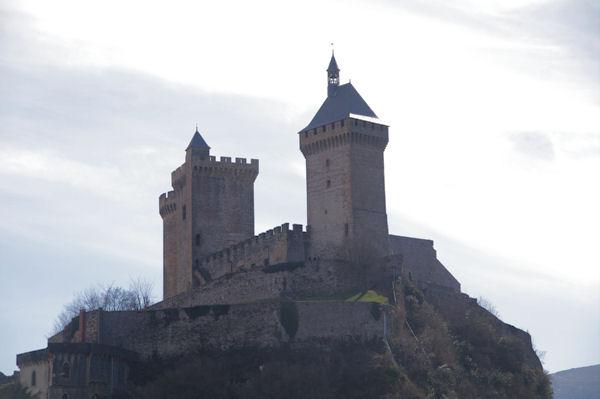 Le Château de Foix depuis la rue St Sauveur