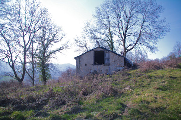 Une grange au dessus de Bastié
