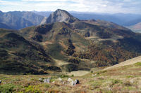 La Dent d'Orlu au dessus du vallon du ruisseau de Coume Grande depuis le Sarrat de Gabensa