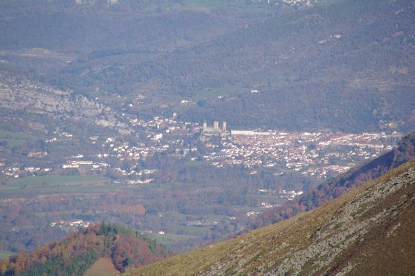 Foix depuis le Roc de Batail, au premier plan, le Picou