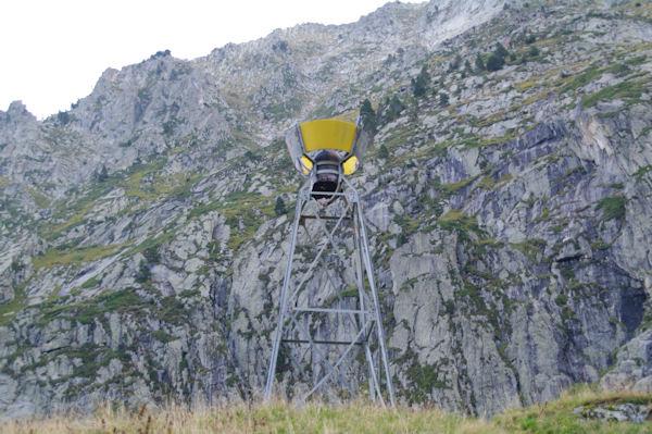Le pluviomètre au dessus du Refuge des Caussis