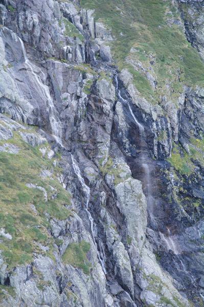 Des cascades au dessus de l_Etang Rond