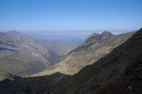 A droite le Cap de Pouech, la Vallee du Riberot, au fong a gauche, le Mail de Bulard