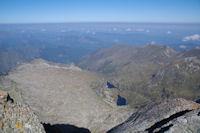 Les Etangs de Milouga et d'Arauech depuis le sommet du Mont Valier