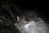 Un passage taille dans la roche pres de la Cascade de Nerech