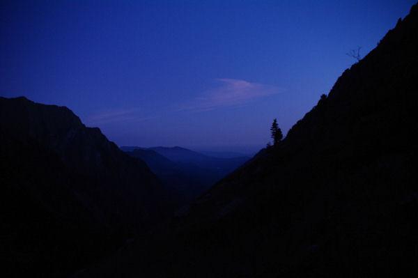 Premières lueurs du jour au dessus du vallon du Ribérot